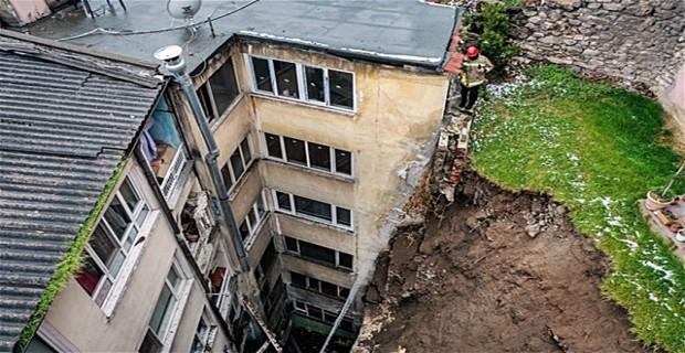Bursa'nın Osmangazi ilçesinde heyelan tehlikesi sebebiyle 60 daire boşaltıldı