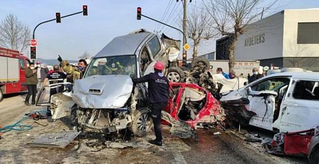 Bursa'da Freni patlayan Tır dehşet saçtı 3 ölü 34 yaralı