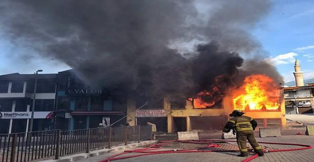 Bursa pirinç han bölgesinde korkutan yangın