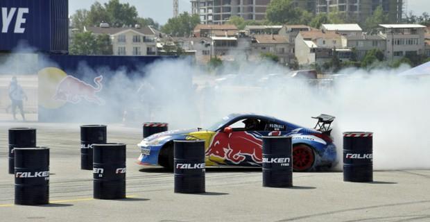 Sıcak hava yarışseverleri coşturdu Red Bull Car Park Drift'inde final heyecanı