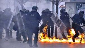 Kosova'da başbakanlık binası ateşe verildi