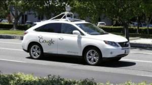 Google'ın geliştirdiği sürücüsüz otomobillerden biri otobüse çarptı