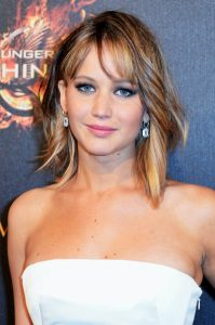 Jennifer-Lawrence-Pink-Lipstick-2