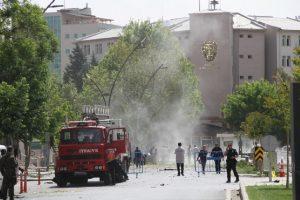 Gaziantep'te hain  bombalı saldırıda 1 polis şehit olurken, 18'i polis 22 kişi Yaralandı