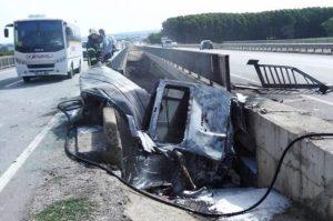 Bursa'da devrilen minibüste 2 kişi yanarak can verdi!