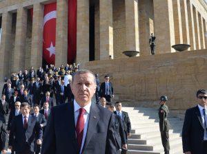 Turkey's President Tayyip Erdogan (C) attends a ceremony marking the 92nd anniversary of Victory Day at Anitkabir, mausoleum of modern Turkey's founder Ataturk, in Ankara August 30, 2014. REUTERS/Stringer (TURKEY - Tags: POLITICS ANNIVERSARY MILITARY)