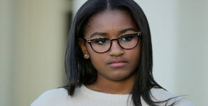 WASHINGTON, DC - NOVEMBER 25: Sasha Obama, daughter of U.S. President Barack Obama, participates in the turkey pardoning ceremony in the Rose Garden at the White House November 25, 2015 in Washington, DC. In a tradition dating back to 1947, the president pardons a turkey, sparing the tom -- and his alternate -- from becoming a Thanksgiving Day feast. This year, Americans were asked to choose which of two turkeys would be pardoned and to cast their votes on Twitter. (Photo by Chip Somodevilla/Getty Images)