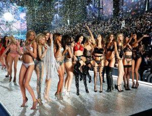 Victoria's Secret Fashion Görsel Show Paris'te yapıldı