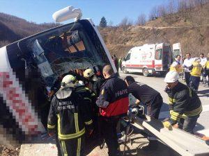 Kadınları taşıyan otobüs devrildi 7 ölü çok sayıda yaralı var