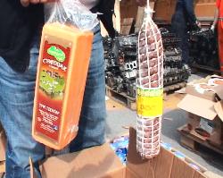 Domuz etlerini kayıklarla getirdiler: Yüzlerce kilo yakalandı