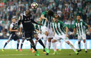 Beşiktaş Bursasporu 2-0 yenerek Liderliği Başakşehir'den Geri Aldı