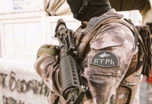 Askere Göktürkçe yazısı yasağına tepkiler çığ gibi büyüyor