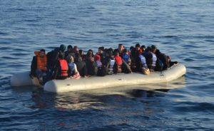 (FETÖ) Mensubu oldukları öne sürülen 16 kişiyi taşıyan şişme bot battı 6 kişi öldü bir kişi kayboldu