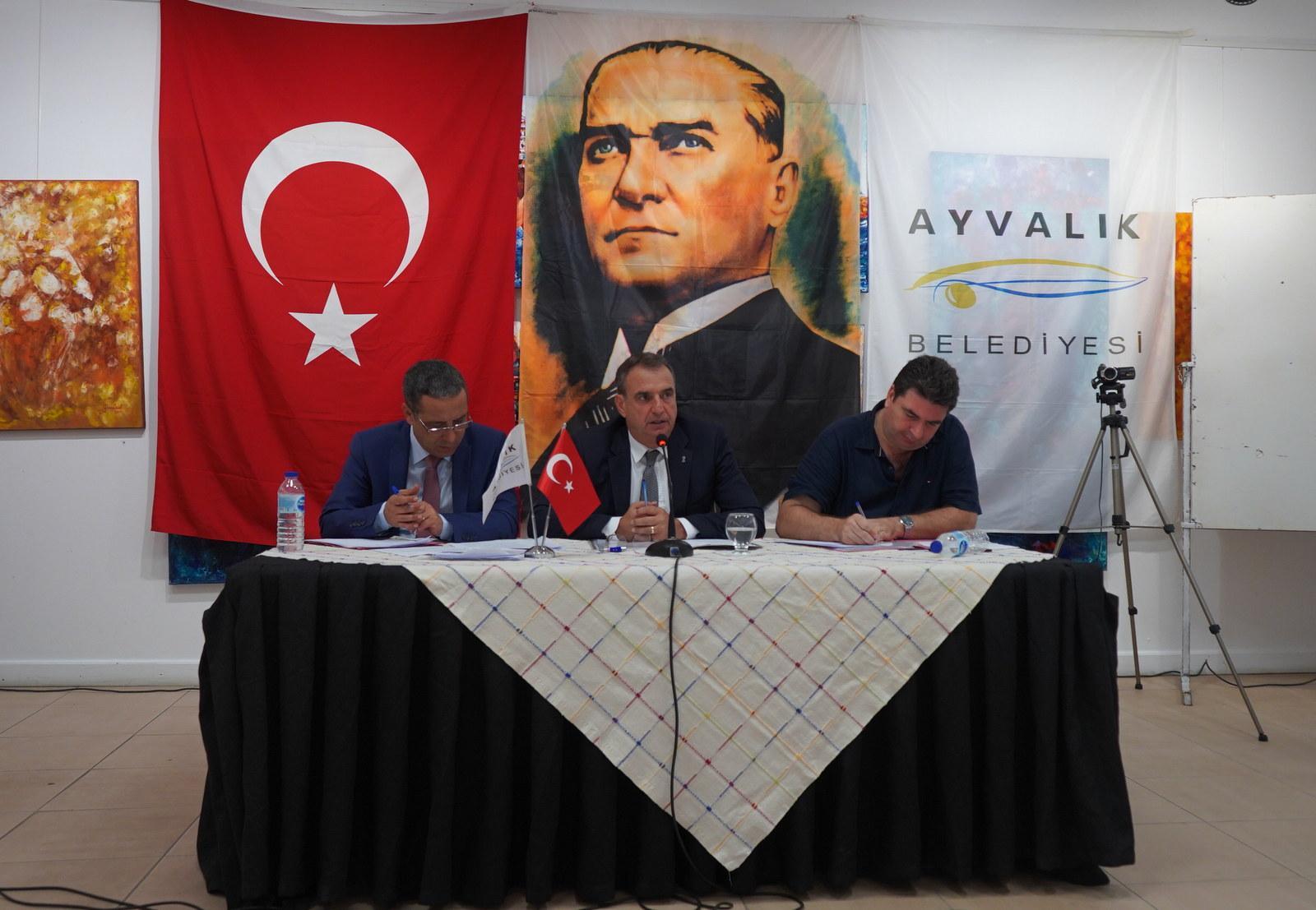 BAŞKAN RAHMİ GENÇER, AYVALIK'A ÖZEL HASTANE KAZANDIRIYOR