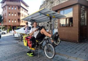 Güneş Enerjili Bisikletle Çıkılan Dünya Turu'nda Sultanahmet Camii Molası!