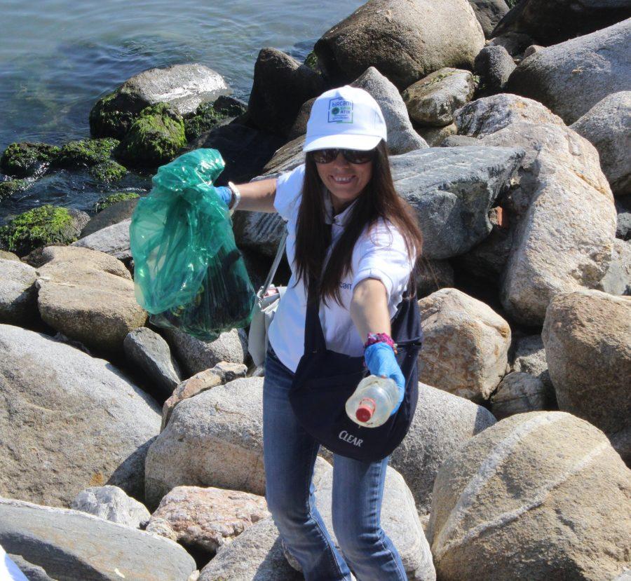 Bursa'da Çöplüğe Dönen Mudanya'yı Gönüllüler Temizledi
