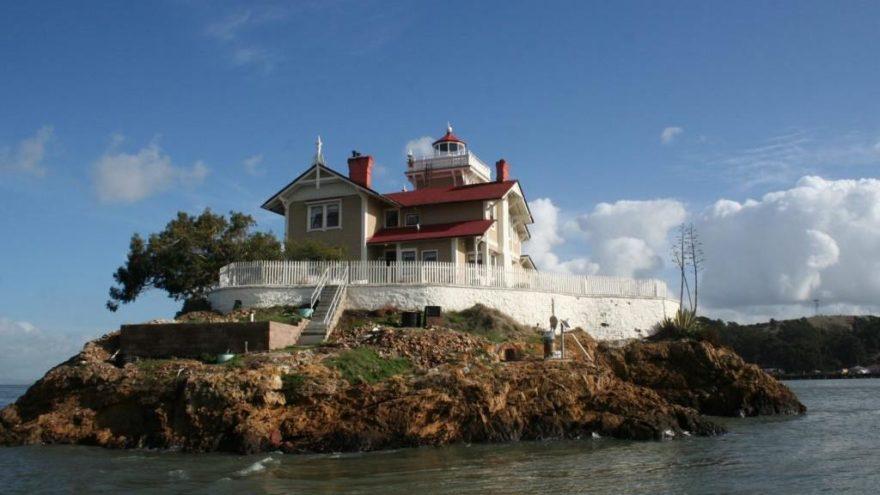 ABD'de Issız Adada Otel Personeline 65 Bin Dolar Maaş