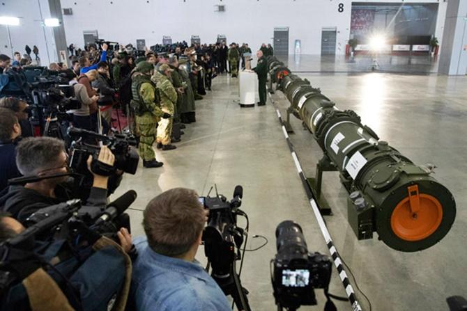 Rusya lideri Putin, kendilerinin de Nükleer Kuvvetler anlaşmasını askıya aldığını duyurdu