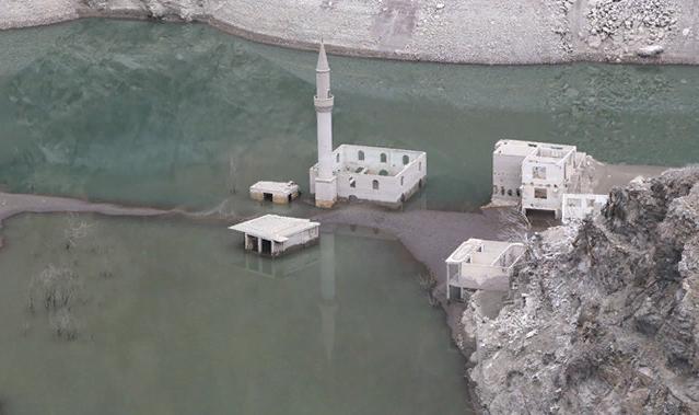 Artvin'de Baraj Suları Çekildi, Asırlık Köy Ortaya Çıktı