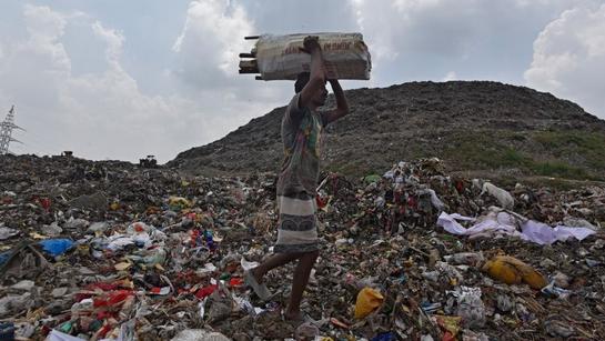 Yükselen 'çöp dağı' Delhi'nin Siluetini Değiştiriyor