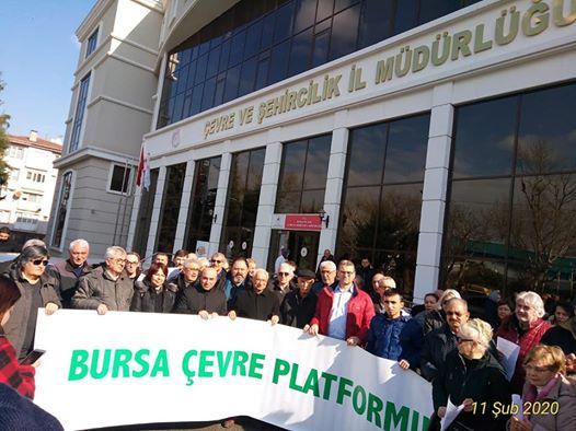 Bursalılar Çevre ve Şehircilik önünde hava kirliliğini protesto etti
