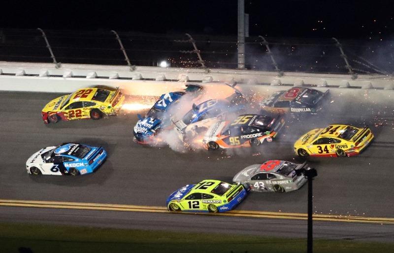 NASCAR'da feci kaza Nascar pilotu  Ryan Newman'ın durumu ciddi
